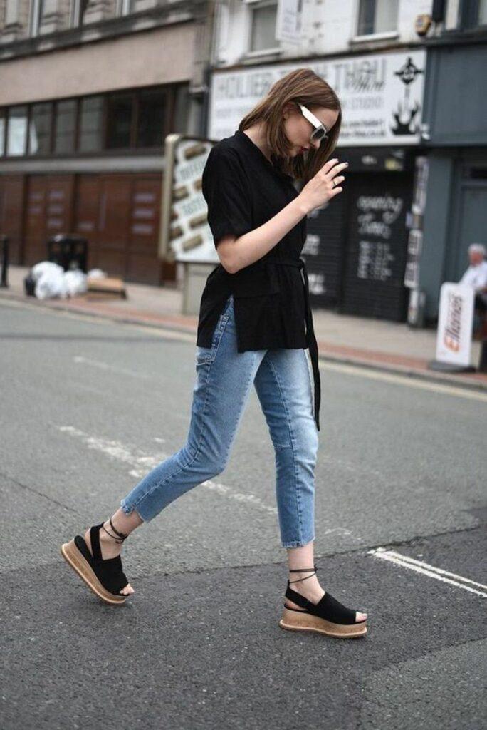 Catálogo de Looks con Negro y Jeans Trendy