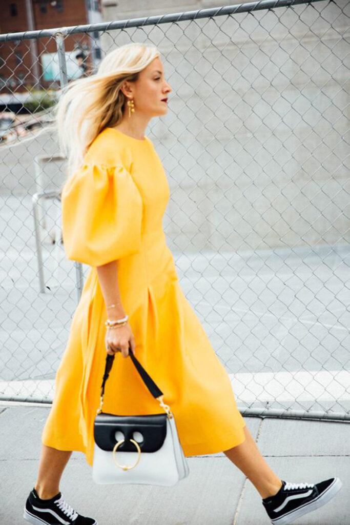 Vestido amarillo tendencia 2021