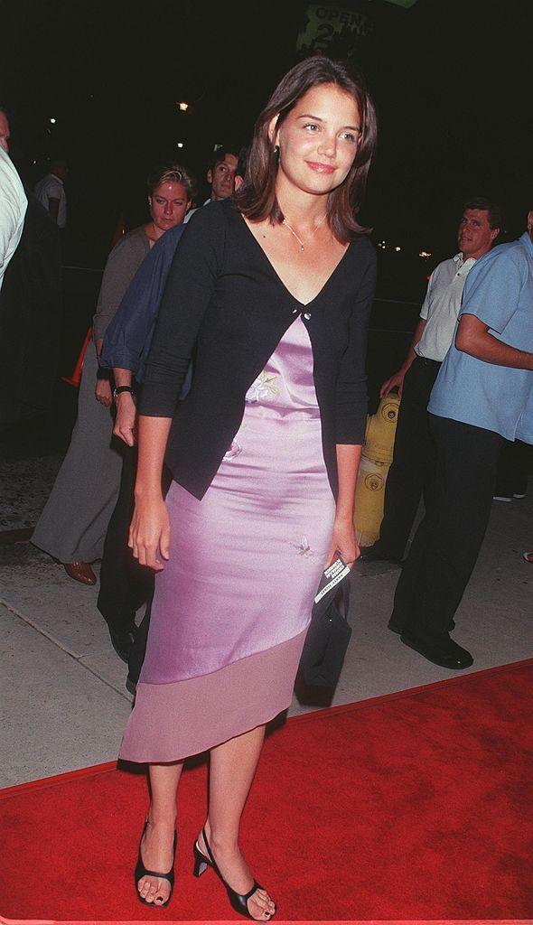 Vestido Satinado y rebeca Katie Holmes años 90