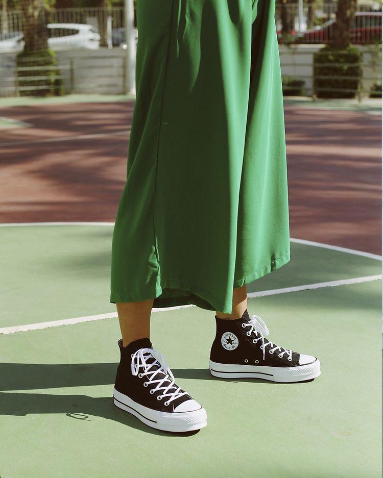 Catálogo Converse con falda
