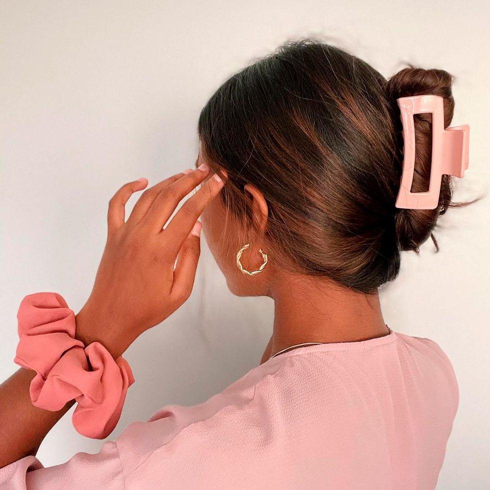 La pinza para el pelo el accesorio que vuelve de otra década